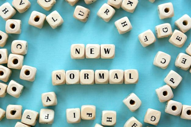 Nouveaux cubes de l'alphabet en bois de mot normal