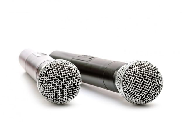Nouveaux microphones sans fil sur blanc