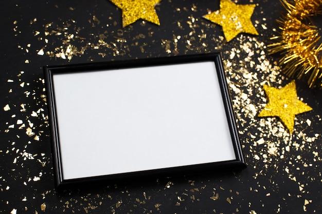 Nouvel an, affiche, cadre photo, étoile d'or, paillettes, fond noir.