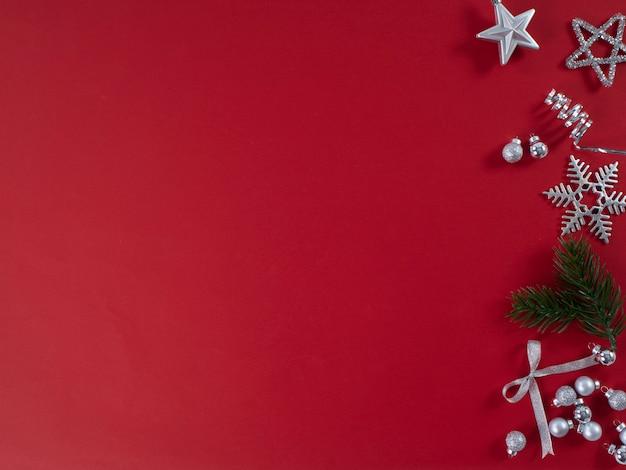 Nouvel an festif sur surface rouge