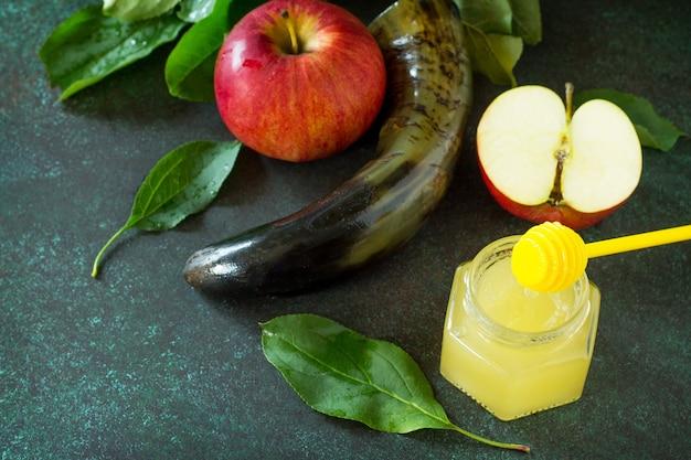 Nouvel an juif symboles traditionnels de vacances shofar miel et pomme