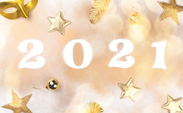 Nouvel an à plat avec des chiffres brillants 2021 et des étoiles dorées