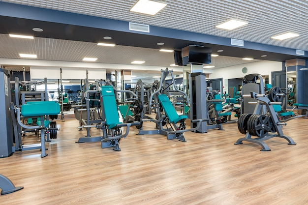 Nouvel équipement sportif dans une salle de sport, personne