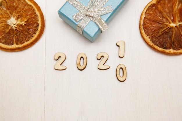 La nouvelle année 2021 remplace 2020.