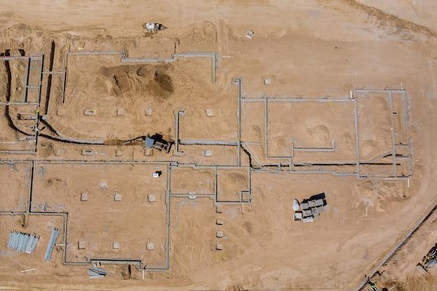 Nouvelle construction accueil vue aérienne du processus de préparation des travaux de construction du nouveau quartier résidentiel avec des immeubles à appartements