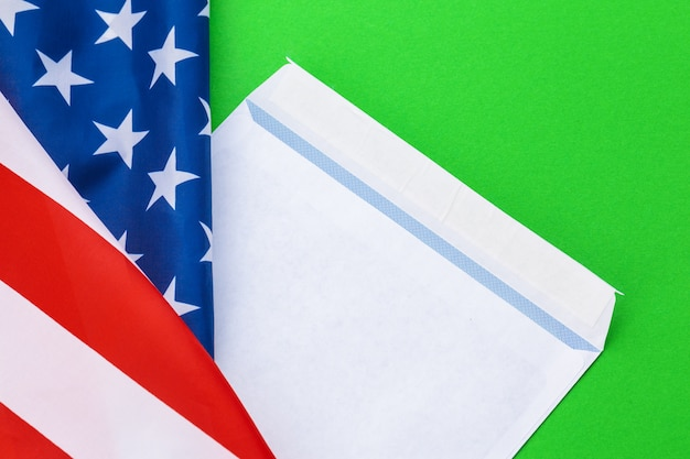 Nouvelle enveloppe sur drapeau américain