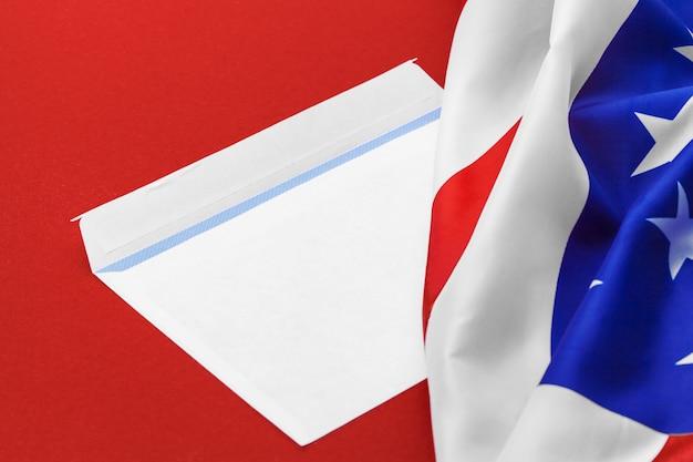 Nouvelle enveloppe sur le drapeau américain