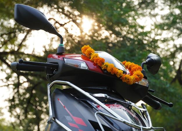 Une nouvelle nouvelle image de scooter en plein air