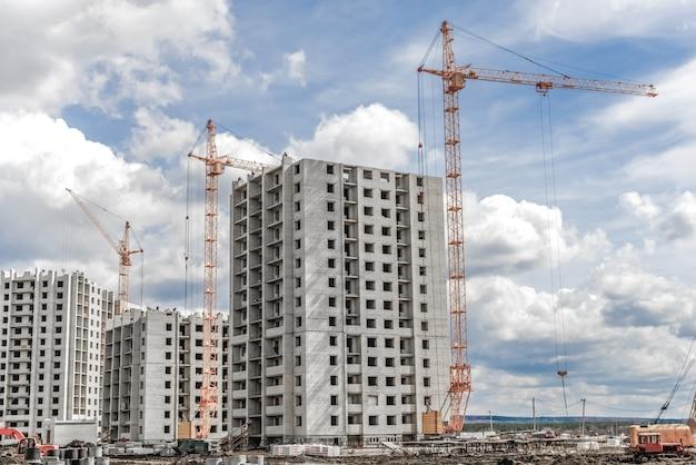 Nouvelles grues de développement résidentiel et de construction industrielle