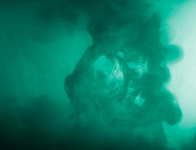 Nuage abstrait entre brume d'azur