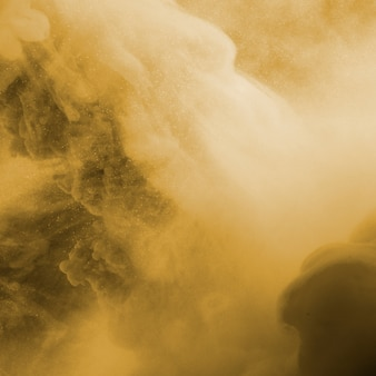 Nuage abstrait entre brume beige