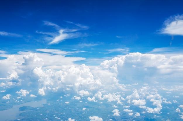 Nuage de ciel bleu sur la vue de dessus