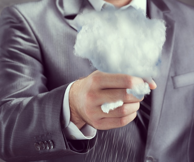 Nuage dans une main humaine