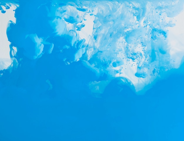 Nuage dense bleu vif