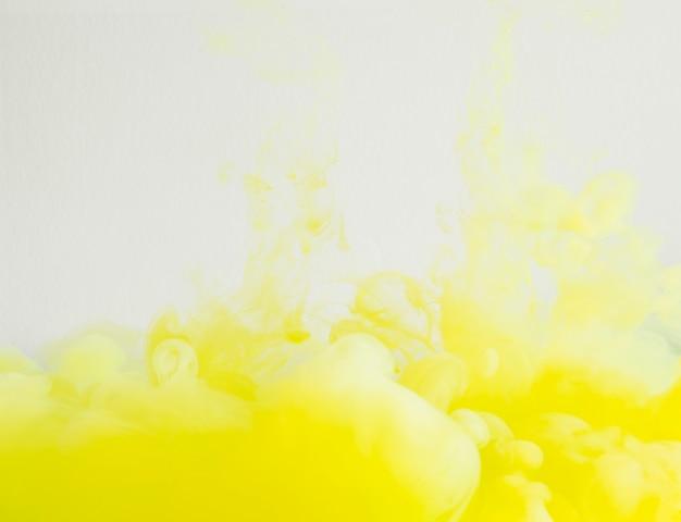 Nuage jaune vif et dense