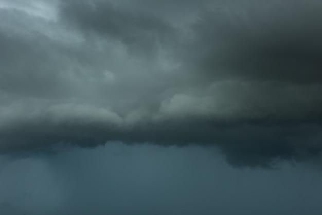 Nuage d'orage de danger