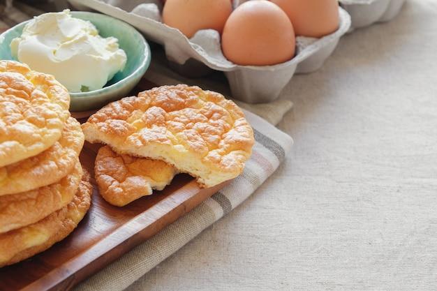 Nuage de pain, pain oopsie, keto food, régime cétogène, paléo, faible teneur en glucides riche en graisses