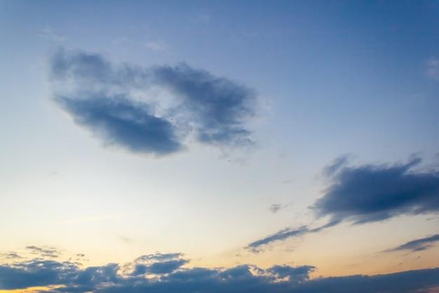 Nuage sombre sur le ciel