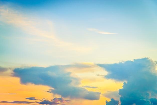 Nuage vintage sur ciel