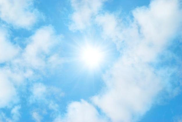 Les nuages et le ciel peuvent être utilisés comme arrière-plan