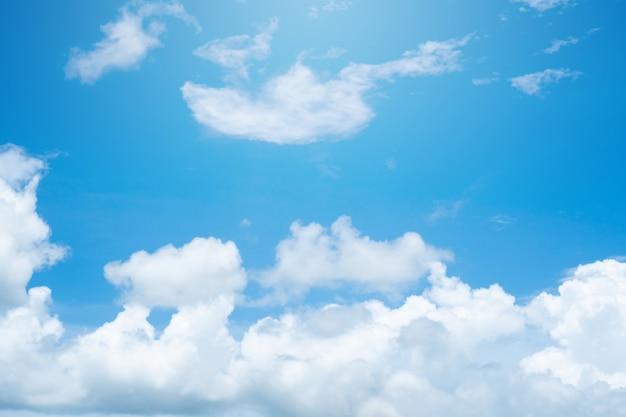 Nuages et fond de ciel bleu nature