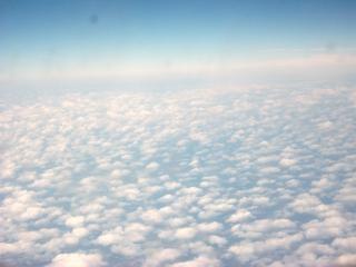 Nuages de haute altitude ciel bleu
