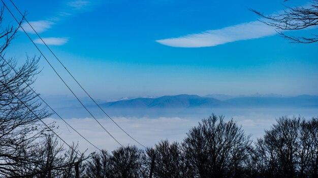 Nuages et montagne du caucase