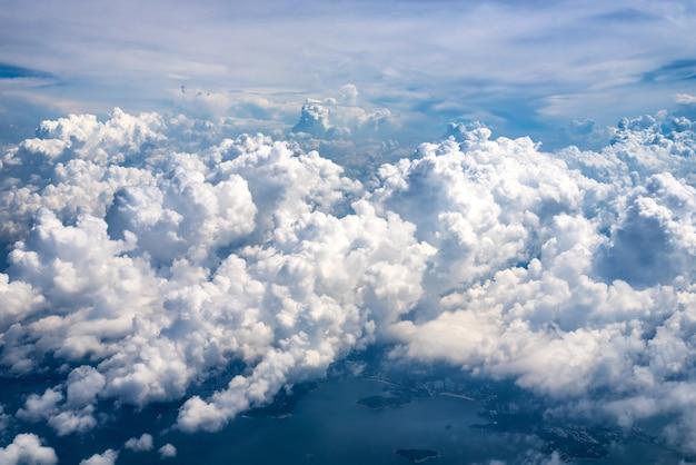 Les nuages sont grands