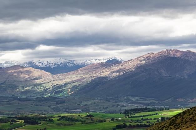 Les nuages de tempête sur l'île du sud nouvelle-zélande