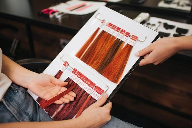Nuancier de cheveux au salon