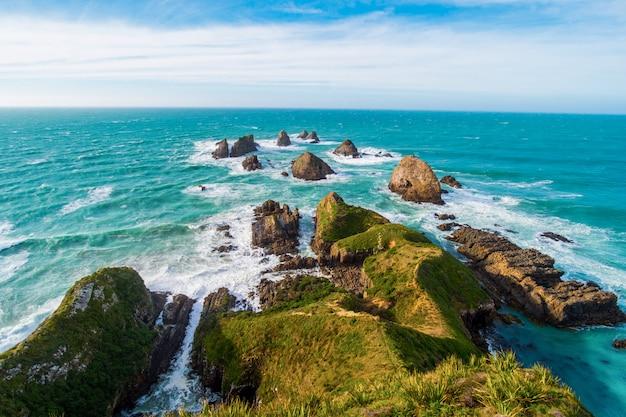 Nugget point, falaises rocheuses et bel océan