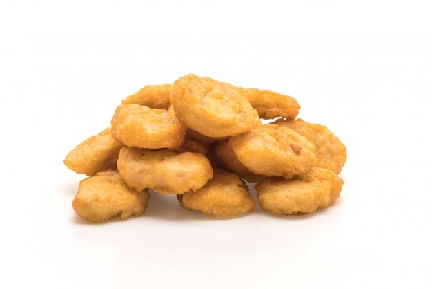 Nuggets de poulet sur fond blanc