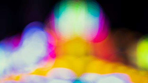 Nuit de bokeh abstraite avec des néons de la ville