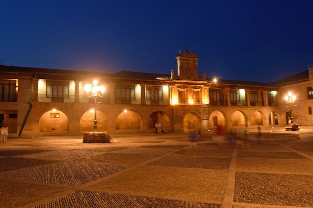 Nuit à la cathédrale de santo domingo de la calzada, la rioja, espagne