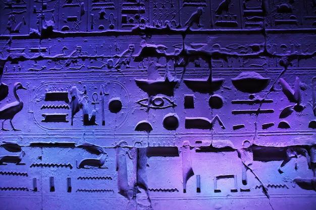 Nuit dans les anciens temples de louxor, egypte