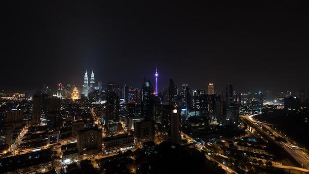 La nuit illuminée kuala lumpur, malaisie
