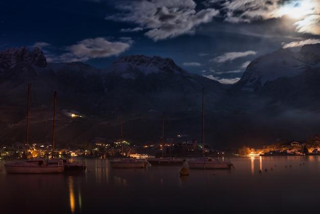 Nuit lac et montagne