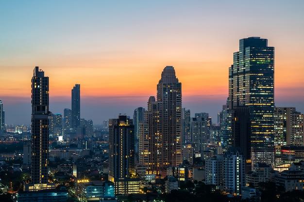 Nuit de la tour d'horizon urbain du centre-ville de bangkok, ville métropolitaine, thaïlande