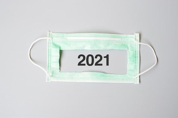 Numéro 2021 avec masque médical