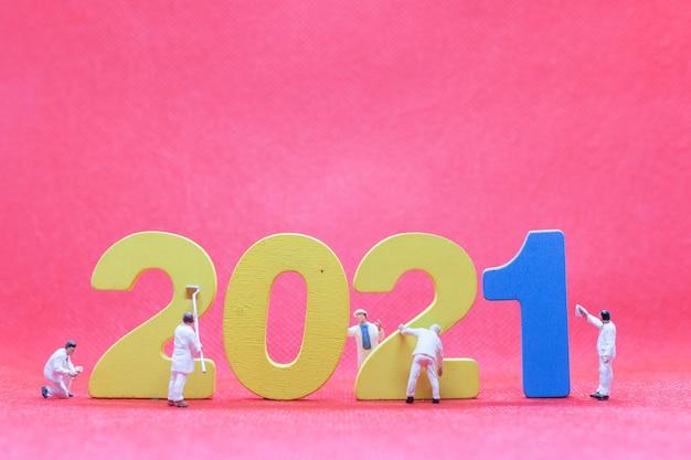 Numéro de peinture de l'équipe de travailleur miniature 2021, concept de bonne année