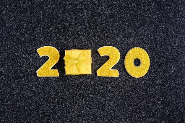 Numéros 2020 ornés de paillettes d'or