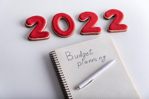 Numéros 2022 et cahier intitulé budget planning. budget pour 2022.
