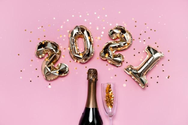 Numéros de ballons en feuille d'or 2021 avec champagne