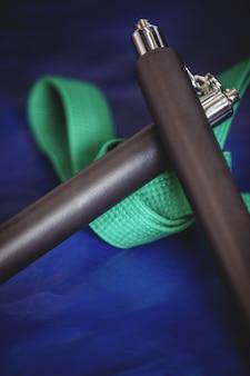 Nunchaku et ceinture verte