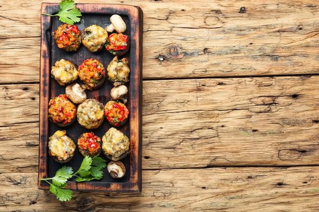 Nushrooms de noël farcis de légumes