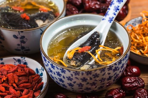 Nutrition et santé de la soupe de poulet aux os noirs