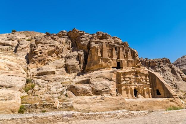 Obelisk tomb et le triclinium à petra - jordanie