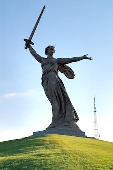 Obélisque commémoratif de la seconde guerre mondiale sur le monticule mamayev kurgan russie volgograd