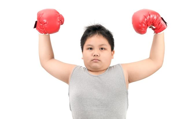 Obèse enfant boxe spectacle musculaire isolé