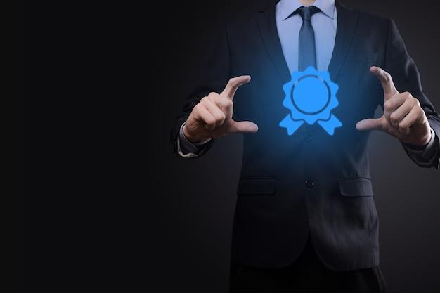 Objectif commercial et technologique défini des objectifs et de la réalisation en 2021, résolution du nouvel an, planification et démarrage de stratégies et d'idées concept de conception d'icône graphique espace de copie d'homme d'affaires.